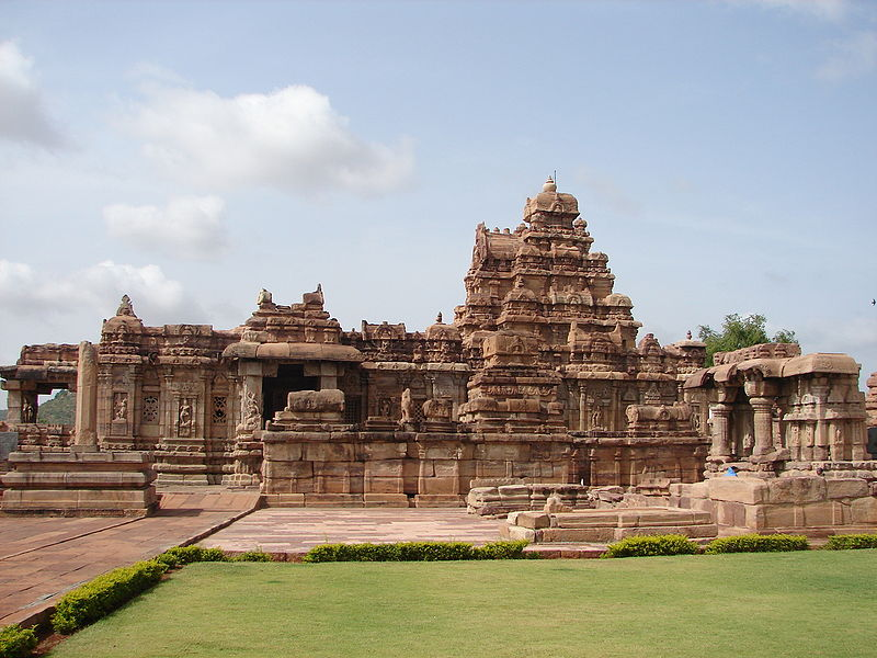 File:Virupaksha temple at Pattadakal.jpg